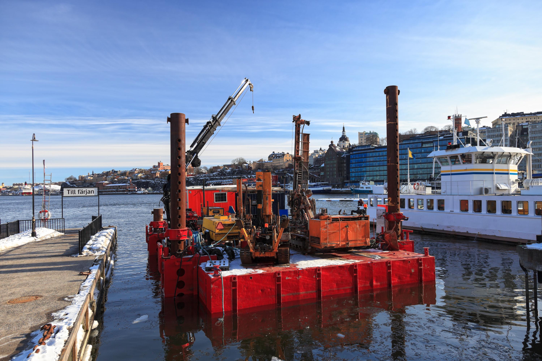 Crane Barge Rental